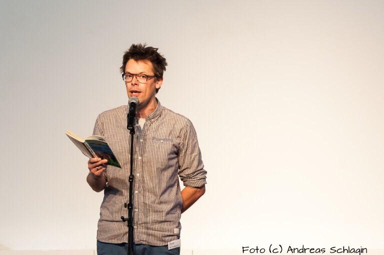"""""""Am meisten beeindruckt hat mich der Auftritt von Ernst Jandl in der Royal Albert Hall"""" – Stichwort Poetry Slam: Drei Fragen an MarkusKöhle"""